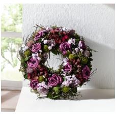 Dekoratyvus alyvinių rožių vainikas